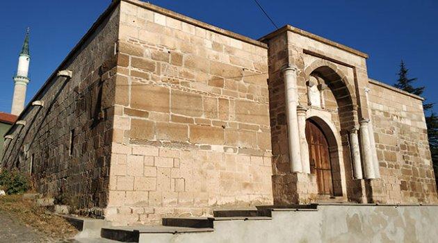 700 yıllık kervansarayda 'korsan' restorasyona suç duyurusu700 yıllık kervansarayda 'korsan' restorasyona suç duyurusu