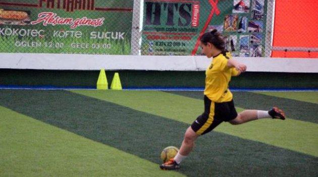 Geleceğin kadın futbolcuları yetişiyor