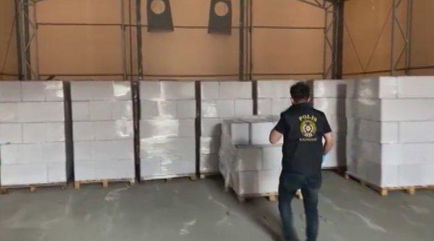 İstanbul'da 9 ton sahte içkinin ele geçirildiği operasyon kamerada