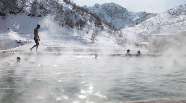Kato Dağı eteklerinde eksi 15 derecede kaplıca keyfi