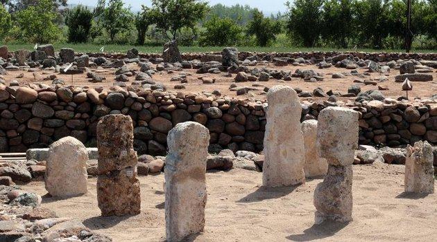 Damgalı mezar taşları bulundu
