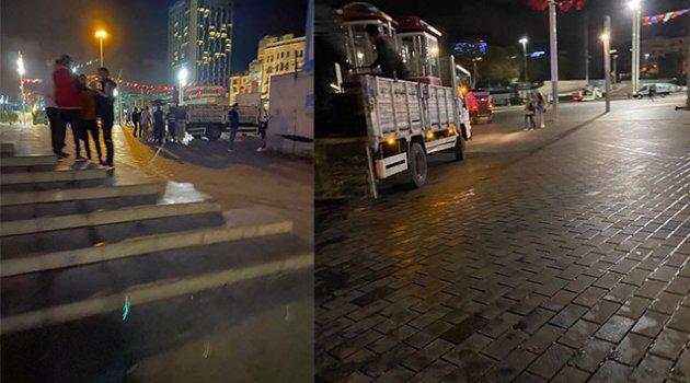 Taksim'de gece yarısı operasyonu; İBB ekipleri tezgahları topladı