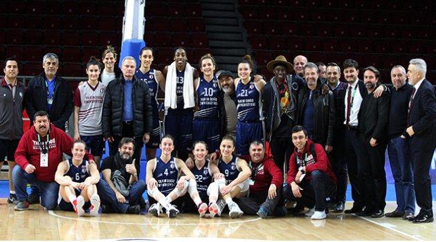 Yakın Doğu Üniversitesi Türkiye'de zirvede, Avrupa'da çeyrek finalde