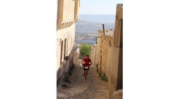 Milli atlet, Kapadokya'da rekor için koşuyor