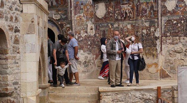 Sümela Manastırı, ziyaretçilerini ağırlamaya başladı