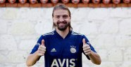 Caner Erkin'den Fenerbahçe'ye 2+1 yıllık imza