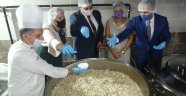 İrlanda büyükelçisi, aşevinde pilava tuz kattı, isot yedi