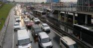 İstanbul trafiğinde cuma yoğunluğu