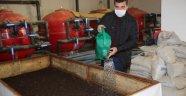 saat çalışarak ayda 3 ton solucan gübresi
