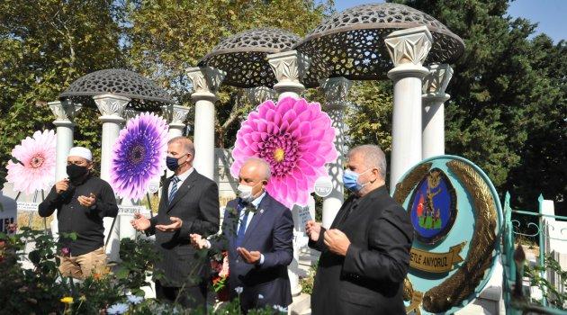 Zeki Müren, 24'üncü ölüm yılında mezarı başında anıldı