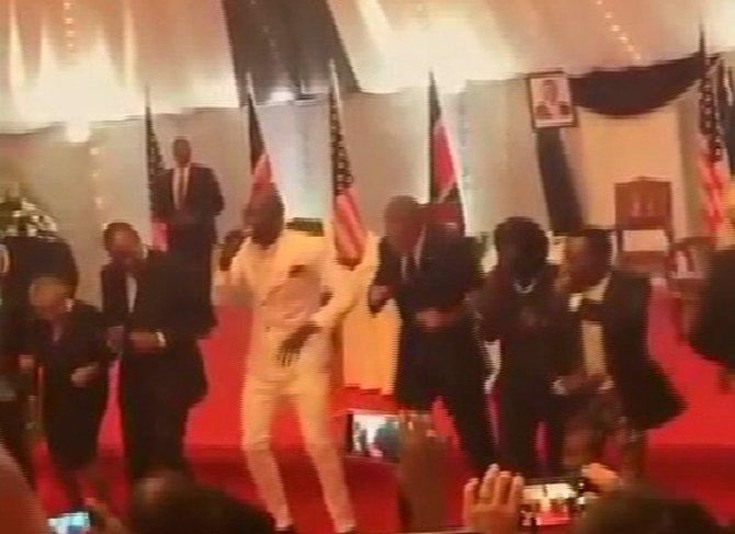 Obama'dan dans şov